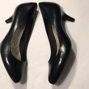 Giani Bernini Black Leather Pumps 2 1/4 Heels